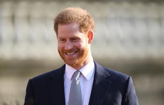 Помислили принц Хари за продавач на елхи