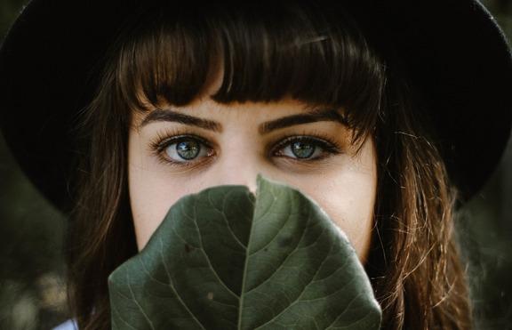 По време на изолация: Как да поддържате веждите?