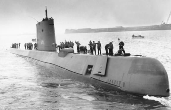 Резултат с изображение за атомна подводница Наутилус.