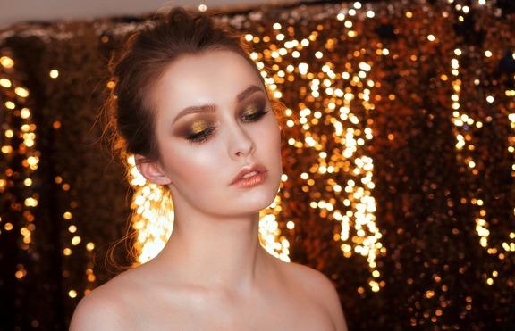Като Клеопатра: Златни сенки за очи